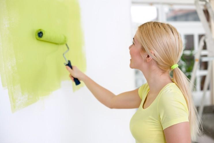 Malowanie ściany za pomocą wałka