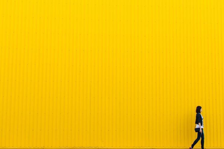 żółty kolor